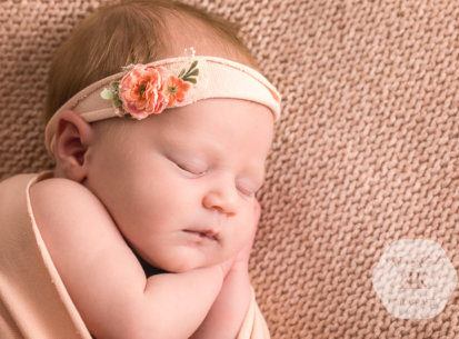Neugeborenenfotografie in Wien – Jasmin – 15 Tage
