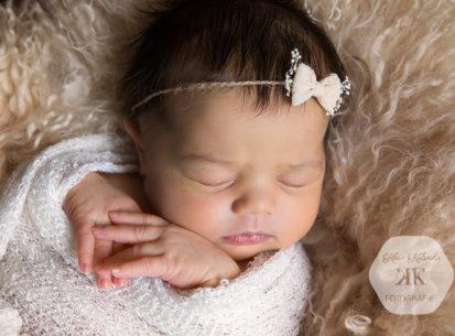 Newborn Fotoshooting Wien – Lara – 8 Tage jung