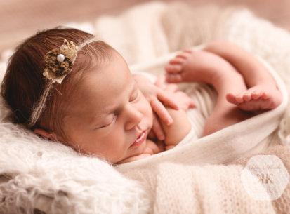 Neugeborenen-Fotos mit Emma – 8 Tage jung