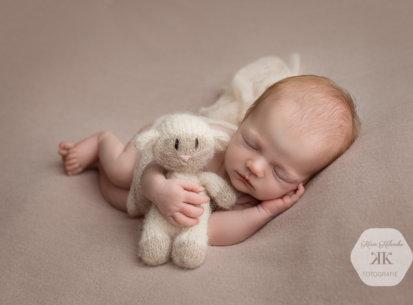 Herzige Neugeborenenbilder mit Emma – 9 Tage jung