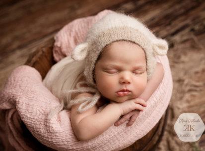Zauberhaftes Neugeborenenfotoshooting mit Flora – 9 Tage jung
